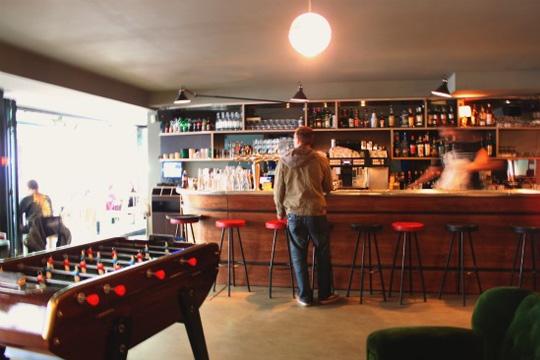 babyfoot dans un bar